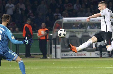 Ante Rebic erzielte im DFB-Pokalfinale im vergangenen Jahr zwei Treffer gegen den FC Bayern.