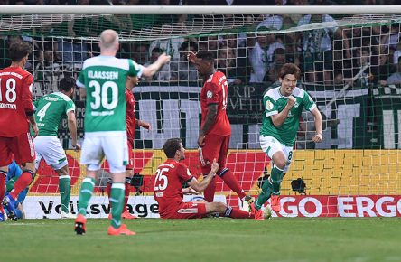 Yuya Osako vom SV Werder Bremen jubelt über seinen Treffer gegen den FC Bayern München