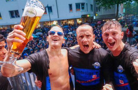 Der SC Paderborn steigt völlig überraschend in die Bundesliga auf.