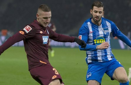 Berlin, 24.11.2018 - Olympiastadion - 1. Bundesliga Hertha BSC vs TSG 1899 Hoffenheim 3:3 DFL REGULATIONS PROHIBIT ANY USE OF PHOTOGRAPH AS IMAGE SEQUNCES AND/OR QUSAI-VIDE Marvin Plattenhardt (rechts) im Zweikampf mit dem Hoffenheimer Pavel Kaderabek *** Berlin 24 11 2018 Olympic Stadium 1 Bundesliga Hertha BSC vs TSG 1899 Hoffenheim 3 3 DFL REGULATIONS PROHIBIT ANY USE OF PHOTOGRAPH AS IMAGE SEQUNCES AND OR QUSAI VIDE Marvin Plattenhardt right in duel with Pavel Kaderabek from Hoffenheim