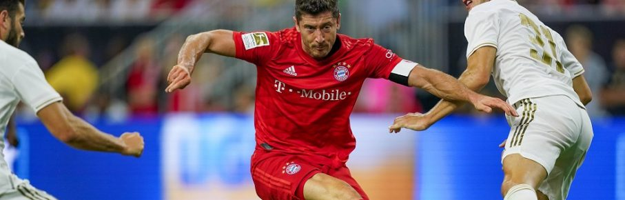 HOUSTON, TX - JULY 20: FC Bayern forward Robert Lewandowski (9) scores a goal during the International Champions Cup soccer match between FC Bayern and Real Madrid on July 20, 2019 at NRG Stadium in Houston, Texas. (Photo by Daniel Dunn/Icon Sportswire) SOCCER: JUL 20 International Champions Cup - FC Bayern v Real Madrid PUBLICATIONxINxGERxSUIxAUTxHUNxRUSxSWExNORxDENxONLY Icon190720030