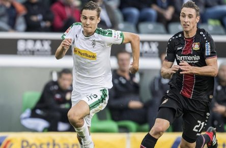 Florian NEUHAUS l. (MG) im Zweikampf gegen Dominik KOHR (LEV) Aktion. Fussball 1.Bundesliga, 1.Spieltag, Borussia Moenchengladbach (MG) - Bayer 04 Leverkusen (LEV), am 25.08.2018 in Moenchengladbach/ Deutschland. DFL regulations prohibit any use of photographs as image sequences and/ or quasi-video *** Florian NEUHAUS l MG in action against Dominik KOHR LEV action Football 1 Bundesliga 1 matchday Borussia Moenchengladbach MG Bayer 04 Leverkusen LEV on 25 08 2018 in Moenchengladbach Germany DFL regulations prohibit any use of images as image sequences and or quasi video
