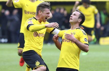 Mario Götze und Lukasz Piszczek feiern ein Tor.