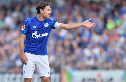Stambouli Schalke Comunio Bundesliga Cropped