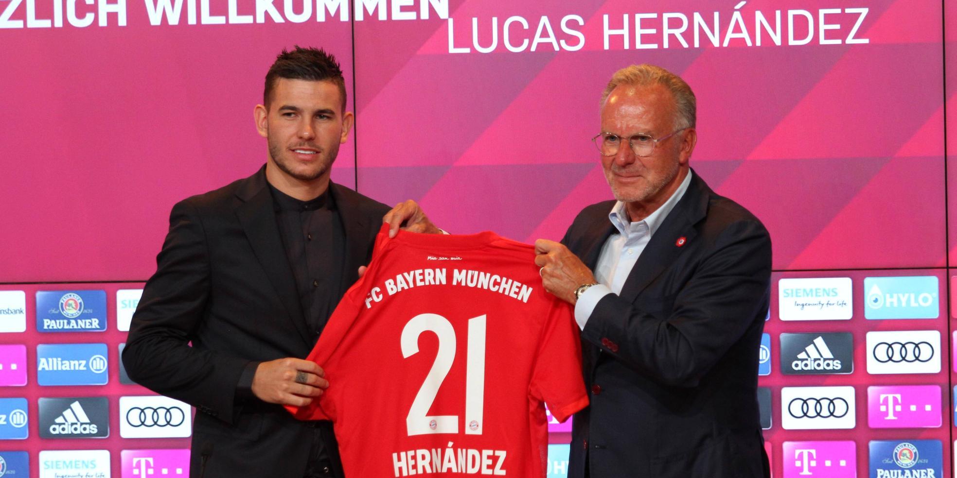 Bayern-Neuzugang Lucas Hernandez mit Karl-Heinz Rummenigge