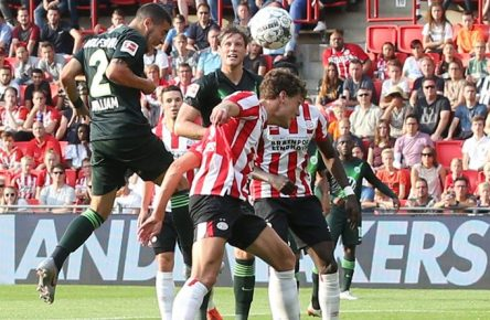 Eindhoven vs VfL Fußball, Freundschaftsspiel, Saison 2019/2020, PSV Eindhoven vs VfL Wolfsburg Bild zeigt: William (VfL, 2) erzielt in dieser Szene per Kopfball das Tor zum 2:0 für den VfL Eindhoven *** Eindhoven vs VfL football, friendly match, season 2019 2020, PSV Eindhoven vs VfL Wolfsburg picture shows William VfL, 2 scored in this scene by header the goal to 2 0 for VfL Eindhoven