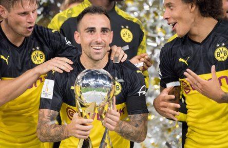 V.l.n.r. Lukasz PISZCZEK (DO), Paco ALCACER (DO), Axel WITSEL (DO) jubeln waehrend der Siegerehrung mit dem Pokal, Sieger, Ehrung, Zeremonie, Trophaee, Trophäe, Jubel, jubeln, jubelnd, Freude, cheers, celebrate, Schlussjubel, halbe Figur, Halbfigur, Fussball DFL-Supercup 2019, Borussia Dortmund (DO) - FC Bayern Muenchen (M) 2:0, am 03.08.2019 in Dortmund/ Deutschland. Â *** V l n r Lukasz PISZCZEK DO , Paco ALCACER DO , Axel WITSEL DO cheer during the award ceremony with the trophy, winner, honor, ceremony, trophy, trophy, cheering, cheering, cheering, joy, cheers, celebrate, final jubilation, half figure, half figure, football DFL Supercup 2019, Borussia Dortmund DO FC Bayern Muenchen M 2 0, on 03 08 2019 in Dortmund Germany Â