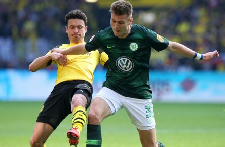 Dortmund vs VfL, 1. BL Dortmund, 30.03.2019, FUßBALL - Borussia Dortmund vs VfL Wolfsburg, 1. BL, Saison 2018/19, Signal Iduna Park. Bild zeigt: Thomas Delaney (Borussia Dortmund), Robin Knoche (VfL Wolfsburg) DFL REGULATIONS PROHIBIT ANY USE OF PHOTOGRAPHS AS IMAGE SEQUENCES AND/OR QUASI-VIDEO. Dortmund *** Dortmund vs VfL 1 BL Dortmund 30 03 2019 FOOTBALL Borussia Dortmund vs VfL Wolfsburg 1 BL Season 2018 19 Signal Iduna Park Picture shows Thomas Delaney Borussia Dortmund Robin Knoche VfL Wolfsburg DFL REGULATIONS PROHIBIT ANY USE OF PHOTOGRAPHS AS IMAGE SEQUENCES AND OR QUASI VIDEO Dortmund