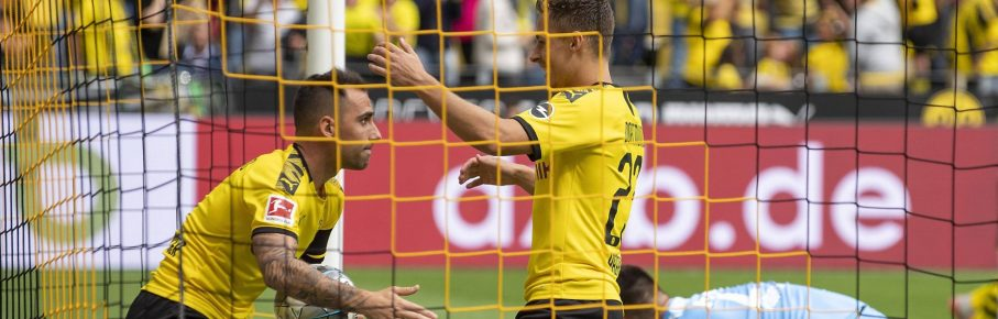 Paco Alcacer und Thorgan Hazard von Borussia Dortmund