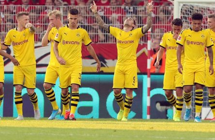 Paco Alcacer 1:1 / Freude / Emotion / jubelnd / Jubel nach 1:1 Ausgleich / / Fußball Fussball / DFL Bundesliga Herren / Saison 2019/2020 / 31.08.2019 / 1.FC Union Berlin FCU vs. BVB Borussia Dortmund / DFL regulations prohibit any use of photographs as image sequences and/or quasi-video. / *** Paco Alcacer 1 1 joy emotion cheering cheering jubilation after 1 1 compensation sports football football DFL Bundesliga men season 2019 2020 31 08 2019 1 FC Union Berlin FCU vs BVB Borussia Dortmund DFL regulations prohibit any use of photographs as image sequences and or quasi video