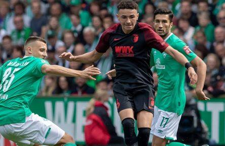 v.li.: Maximilian Eggestein (SV Werder Bremen, 35), Ruben Vargas (FC Augsburg, 16) und Nuri Sahin (SV Werder Bremen, 17) im Dreikampf, Zweikampf, Duell, Dynamik, Aktion, Action, Spielszene, DIE DFL-RICHTLINIEN UNTERSAGEN JEGLICHE NUTZUNG VON FOTOS ALS SEQUENZBILDER UND/ODER VIDEOA?HNLICHE FOTOSTRECKEN. DFL REGULATIONS PROHIBIT ANY USE OF PHOTOGRAPHS AS IMAGE SEQUENCES AND/OR QUASI-VIDEO., 01.09.2019, Bremen (Deutschland), Fussball, Bundesliga, SV Werder Bremen - FC Augsburg *** v li Maximilian Eggestein SV Werder Bremen, 35 , Ruben Vargas FC Augsburg, 16 and Nuri Sahin SV Werder Bremen, 17 in the triathlon, duel, duel, dynamics, action, action, game scene, THE DFL RICHTLINEN UNTERSAGEN ANY USE OF PHOTOGRAPHS AS IMAGE SEQUENCES AND OR QUASI VIDEO , 01 09 2019, Bremen Germany , Fussball, Bundesliga, SV Werder Bremen FC Augsburg xobx