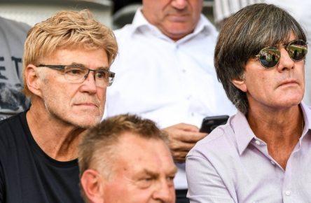Joachim Löw und Urs Siegenthaler (l.) bei der Kaderplanung.