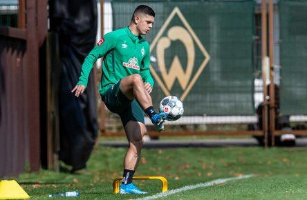 Milot Rashica auf dem Trainingsplatz des SV Werder Bremen