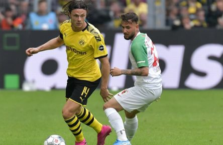 17.08.2019, xblx, Fussball 1.Bundesliga, Borussia Dortmund - FC Augsburg emspor, v.l. Nico Schulz (Borussia Dortmund), Marco Richter (FC Augsburg) (DFL/DFB REGULATIONS PROHIBIT ANY USE OF PHOTOGRAPHS as IMAGE SEQUENCES and/or QUASI-VIDEO) Dortmund *** 17 08 2019, xblx, Football 1 Bundesliga, Borussia Dortmund FC Augsburg emspor, v l Nico Schulz Borussia Dortmund , Marco Richter FC Augsburg DFL DFB REGULATIONS PROHIBIT ANY USE OF PHOTOGRAPHS as IMAGE SEQUENCES and or QUASI VIDEO Dortmund