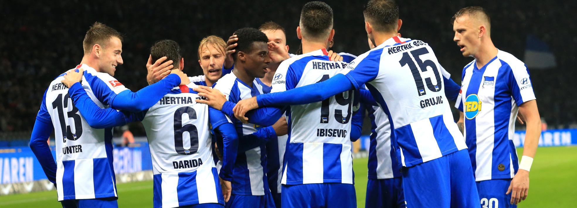 Hertha BSC um Javairo Dilrosun feiert