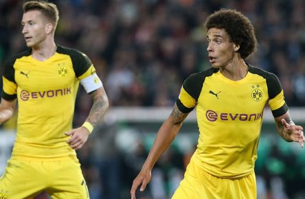 Axel Witsel (re.) und Marco Reus (Borussia Dortmund) - 1. Fussball Bundesliga Saison 2018-2019 Hannover 96 vs. Borussia Dortmund in der HDI Arena in Hannover - Aktion,Deutschland, Fussball, Mann, Maenner,31.08.2018 - Gemäß den Vorgaben der DFL Deutsche Fußball Liga ist es untersagt, in dem Stadion und/oder vom Spiel angefertigte Fotoaufnahmen in Form von Sequenzbildern und/oder videoaehnlichen Fotostrecken zu verwerten bzw. verwerten zu lassen. DFL regulations prohibit any use of photographs as image sequences and/or quasi-video. *** Axel Witsel re and Marco Reus Borussia Dortmund 1 Football Bundesliga Season 2018 2019 Hannover 96 vs Borussia Dortmund in the HDI Arena in Hannover Action Germany Football Men Men 31 08 2018 In accordance with the requirements of the DFL German Football League it is prohibited in the stadium and / or To use or retrieve game-made photographs in the form of sequence images and / or video-like photo galleries DFL regulations prohibit any use of photographs as image sequences and or quasi video