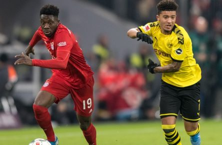 Fußball, Bundesliga, Saison 2019/2020, FC Bayern München - Borussia Dortmund Im Bild Alphonso DAVIES FC Bayern München, 19 und Jadon SANCHO Borussia Dortmund, 7. München Allianz Arena Bayern Deutschland *** Football, Bundesliga, Season 2019 2020, FC Bayern Munich Borussia Dortmund In the picture Alphonso DAVIES FC Bayern Munich, 19 and Jadon SANCHO Borussia Dortmund, 7 Munich Allianz Arena Bayern Germany Copyright: Passion2Press/MarkusxFischerx