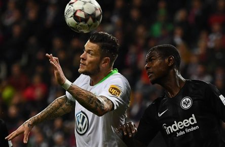 02.12.2018, xjhx, Fussball 1.Bundesliga, Eintracht Frankfurt - VfL Wolfsburg emspor, v.l. Daniel Ginczek (VfL Wolfsburg), Evan Ndicka N Dicka NÂ Dicka (Eintracht Frankfurt) (DFL/DFB REGULATIONS PROHIBIT ANY USE OF PHOTOGRAPHS as IMAGE SEQUENCES and/or QUASI-VIDEO) Frankfurt am Main *** 02 12 2018 xjhx Football 1 Bundesliga Eintracht Frankfurt VfL Wolfsburg emspor v l Daniel Ginczek VfL Wolfsburg Evan Ndicka N Dicka NÂ Dicka Eintracht Frankfurt DFL DFB REGULATIONS PROHIBIT ANY USE OF PHOTOGRAPHS as IMAGE SEQUENCES and or QUASI VIDEO Frankfurt am Main