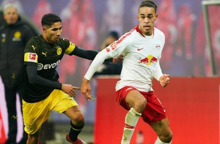 Yussuf POULSEN, RB Leipzig 9 compete for the ball, tackling, duel, header, action, fight against Hakimi Mouh ACHRAF, BVB 5 RB LEIPZIG - BORUSSIA DORTMUND 0-1 - DFL REGULATIONS PROHIBIT ANY USE OF PHOTOGRAPHS as IMAGE SEQUENCES and/or QUASI-VIDEO - 1.German Soccer League , Leipzig, Germany, January 19, 2019 Season 2018/2019, matchday 18, BVB, Red Bull, Photographer: Peter Schatz