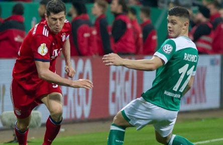 v.li.: Robert Lewandowski (FC Bayern München, 9) und Milot Rashica (SV Werder Bremen, 11) im Zweikampf, Duell, Dynamik, Aktion, Action, Spielszene, DIE DFB-RICHTLINIEN UNTERSAGEN JEGLICHE NUTZUNG VON FOTOS ALS SEQUENZBILDER UND/ODER VIDEOA?HNLICHE FOTOSTRECKEN. DFB REGULATIONS PROHIBIT ANY USE OF PHOTOGRAPHS AS IMAGE SEQUENCES AND/OR QUASI-VIDEO., Fussball, DFB-Pokal, SV Werder Bremen - FC Bayern München *** v li Robert Lewandowski FC Bayern Munich 9 and Milot Rashica SV Werder Bremen 11 in duel duel dynamics action action game scene THE DFB RICHTLINIEN UNDERSAGEN ANY USE OF PHOTOS AS SEQUENCE PICTURES AND OR VIDEOA HNLICHE PHOTOSTRECKEN DFB REGULATIONS PROHIBIT ANY USE OF PHOTOGRAPHS AS IMAGE SEQUENCES AND OR QUASI VIDEO Football DFB Pokal SV Werder Bremen FC Bayern München xobx