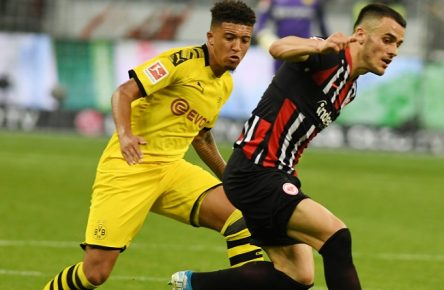 Jason Sancho li gegen Kostic beim Bundesliga Spiel Eintracht Frankfurt gegen Borussia Dortmund am 22.9.2019. DFL regulations prohibit any use of photographs as image sequences and / or quasi-video. Jason Sancho li gegen Kostic beim Bundesliga Spiel Eintracht Frankfurt gegen Borussia Dortmund am 22.9.2019. DFL regulations prohibit any use of photographs as image sequences and / or quasi-video.  Jason Sancho li v Kostic at the Bundesliga game Eintracht Frankfurt v Borussia Dortmund on 22 9 2019 DFL regulations prohibit any use of photographs as image sequences and or quasi video Jason Sancho li v Kostic at the Bundesliga game Eintracht Frankfurt v Borussia Dortmund on 22 9 2019 DFL regulations prohibit any use of photographs as image sequences and or quasi video