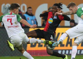 Boyata warf sich zuletzt erfolglos dem FC Augsburg entgegen.