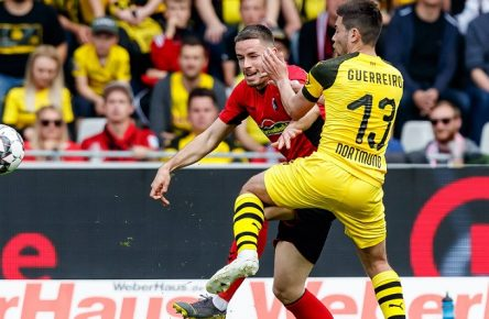 Freiburg, Deutschland, 21.04.2019, 1. Bundesliga 30. Spieltag, SC Freiburg - BV Borussia Dortmund, Christian Guenter (SCF) und Raphael Guerreiro (BVB) im Zweikampf ( DeFodi048 *** Freiburg Germany 21 04 2019 1 Bundesliga 30 Matchday SC Freiburg BV Borussia Dortmund Christian Guenter SCF and Raphael Guerreiro BVB in the duel DeFodi048