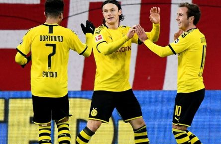 14.12.2019, xfux, Fussball 1.Bundesliga, FSV Mainz 05 - Borussia Dortmund, azspor, emspor, v.l. Jadon Sancho Borussia Dortmund, Nico Schulz Borussia Dortmund, Mario Goetze Borussia Dortmund Torjubel, Goal celebration, celebrate the goal zum 0:4 DFL/DFB REGULATIONS PROHIBIT ANY USE OF PHOTOGRAPHS as IMAGE SEQUENCES and/or QUASI-VIDEO Mainz *** 14 12 2019, xfux, Football 1 Bundesliga, FSV Mainz 05 Borussia Dortmund, azspor, emspor, v l Jadon Sancho Borussia Dortmund , Nico Schulz Borussia Dortmund , Mario Goetze Borussia Dortmund Goal celebration, celebrate the goal to 0 4 DFL DFB REGULATIONS PROHIBIT ANY USE OF PHOTOGRAPHS as IMAGE SEQUENCES and or QUASI VIDEO Mainz