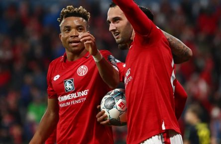Levin Oeztunali FSV Mainz 05 bejubelt den Treffer zum 3:1 mit Karim Onisiwo FSV Mainz 05 und Kunde Malong FSV Mainz 05, FSV Mainz 05 vs 1.FC Koeln, Fussball, 1. Bundesliga, 25.10.2019 DFL regulations prohibit any use of photographs as image sequences and/or quasi-video. FSV Mainz 05 vs 1.FC Koeln, Fussball, 1. Bundesliga, 25.10.2019 Mainz *** Levin Oeztunali FSV Mainz 05 cheers the goal to 3 1 with Karim Onisiwo FSV Mainz 05 and customer Malong FSV Mainz 05 , FSV Mainz 05 vs 1 FC Koeln, Football, 1 Bundesliga, 25 10 2019 DFL regulations prohibit any use of photographs as image sequences and or quasi video FSV Mainz 05 vs 1 FC Koeln, Football, 1 Bundesliga, 25 10 2019 Mainz Copyright: xNeisx/Eibner-Pressefotox EPans