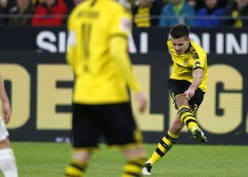 Julian Weigl erzielt für Borussia Dortmund ein Tor gegen Leipzig