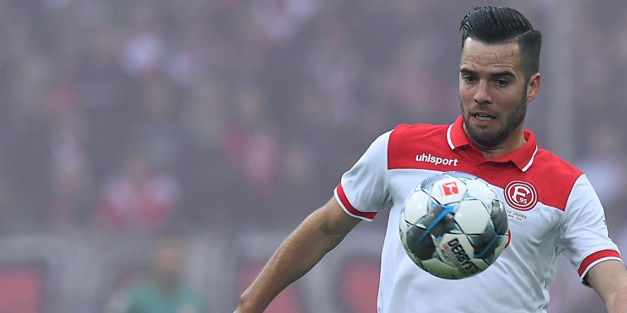 Niko Gießelmann am Ball für Fortuna Düsseldorf