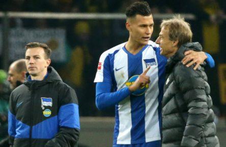 Hertha BSC: Jürgen Klinsmann im Gespräch mit Davie Selke