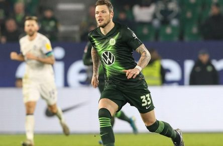 Daniel Ginczek VfL Wolfsburg - 1. Fußball Bundesliga Saison 2019-2020 Punktspiel VfL Wolfsburg vs. FC Schalke 04 in der Volkswagen Arena in Wolfsburg - Aktion,Fußball,Deutschland,18.12.2019 DFL REGULATIONS PROHIBIT ANY USE OF PHOTOGRAPHS AS IMAGE SEQUENCES AND OR QUASI-VIDEO *** Daniel Ginczek VfL Wolfsburg 1 Soccer Bundesliga Season 2019 2020 Punktspiel VfL Wolfsburg vs FC Schalke 04 in the Volkswagen Arena in Wolfsburg Action,Football,Germany,18 12 2019 DFL REGULATIONS PROHIBIT ANY USE OF PHOTOGRAPHS AS IMAGE SEQUENCES AND OR QUASI VIDEO