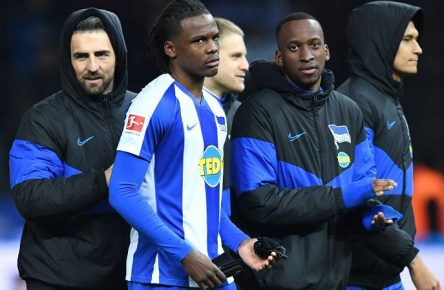 Fussball, Herren, 1. Bundesliga, Saison 2019/20, 17. Spieltag, Hertha BSC - Borussia Mönchengladbach 0:0, v. l. Vedad Ibisevic Hertha BSC, Dedryck Boyata Hertha, Arne Maier Hertha BSC, Dodi Lukebakio Hertha BSC, Davie Selke Hertha BSC, Enttäuschung nach Abpfiff, 21.12. 2019, *** Football, men, 1 Bundesliga, season 2019 20, 17 matchday , Hertha BSC Borussia Mönchengladbach 0 0 , from l Vedad Ibisevic Hertha BSC , Dedryck Boyata Hertha , Arne Maier Hertha BSC , Dodi Lukebakio Hertha BSC , Davie Selke Hertha BSC , disappointment after final whistle, 21 12 2019, Copyright: xMatthiasxKochx
