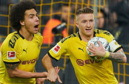 Football Dortmund-Paderborn, Dortmund November 22, 2019. Marco REUS, BVB 11 celebrates his 3-3 goal, happy, laugh, celebration, Axel WITSEL, BVB 28 BORUSSIA DORTMUND - SC PADERBORN 07 - DFL REGULATIONS PROHIBIT ANY USE OF PHOTOGRAPHS as IMAGE SEQUENCES and/or QUASI-VIDEO - 1.German Soccer League , Dortmund, November 22, 2019 Season 2019/2020, matchday 12,