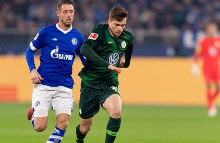 Gelsenkirchen, Germany 20.01.2019, 1. Bundesliga, 18. Spieltag, FC Schalke 04 vs. VfL Wolfsburg, Mark Uth (S04) und Elvis Rexhbecaj (VFL) im Zweikampf ( DeFodi053 *** Gelsenkirchen Germany 20 01 2019 1 Bundesliga 18 Matchday FC Schalke 04 vs VfL Wolfsburg Mark Uth S04 and Elvis Rexhbecaj VFL in the duel DeFodi053