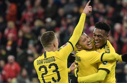 14.12.2019, xmhx, Fussball 1.Bundesliga, FSV Mainz 05 - Borussia Dortmund emspor, v.l. Thorgan Hazard Borussia Dortmund schießt ein Tor, goal, goal scored, erzielt ein Tor, trifft das Tor zum 0:3, Jadon Sancho Borussia Dortmund, Dan-Axel Zagadou Borussia Dortmund, Jubel, Freude, Torjubel, jubeln, freuen, freut sich, jubelt, positive Emotion, freudig, jubelnd DFL/DFB REGULATIONS PROHIBIT ANY USE OF PHOTOGRAPHS as IMAGE SEQUENCES and/or QUASI-VIDEO Mainz *** 14 12 2019, xmhx, Football 1 Bundesliga, FSV Mainz 05 Borussia Dortmund emspor, v l Thorgan Hazard Borussia Dortmund scores a goal, goal, goal scored, scores a goal, scores the goal to 0 3, Jadon Sancho Borussia Dortmund , Dan Axel Zagadou Borussia Dortmund , jubilation, joy, goal jubilation, cheer, rejoice, rejoice, cheers, positive emotion, joyful, cheering DFL DFB REGULATIONS PROHIBIT ANY USE OF PHOTOGRAPHS as IMAGE SEQUENCES and or QUASI VIDEO Mainz