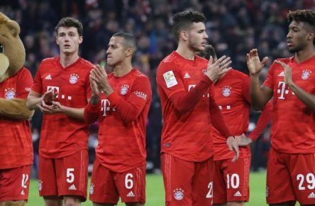 Lucas Hernandez (2.v.r.) und Kingsley Coman (r.) sind beim FC Bayern wieder fit.