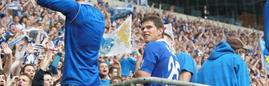 Klaas-Jan Huntelaar ließ sich nach seinen 21 Punkten von den Schalker Fans feiern.