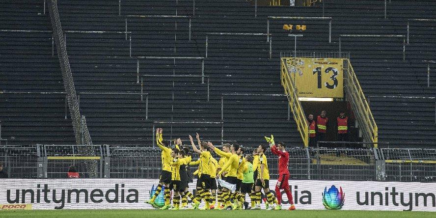 Bald müssen auch die Bundesligaprofis vor leeren Rängen jubeln.