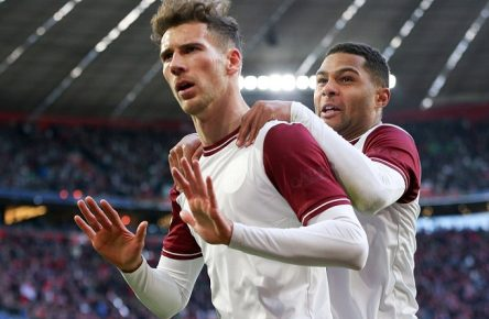 Torjubel von Leon Goretzka 18 FC Bayern Muenchen, Serge Gnabry 22 FC Bayern Muenchen zum 2:0, FC Bayern Muenchen vs. FC Augsburg, 1.Bundesliga, 08.03.2020, DFB regulations prohibit any use of photographs as image sequences and/or quasi-video Muenchen Bayern Deutschland *** Goal celebration by Leon Goretzka 18 FC Bayern Muenchen , Serge Gnabry 22 FC Bayern Muenchen to 2 0, FC Bayern Muenchen vs FC Augsburg, 1 Bundesliga, 08 03 2020, DFB regulations prohibit any use of photographs as image sequences and or quasi video Muenchen Bayern Deutschland Copyright: xkolbert-press/ChristianxKolbertx