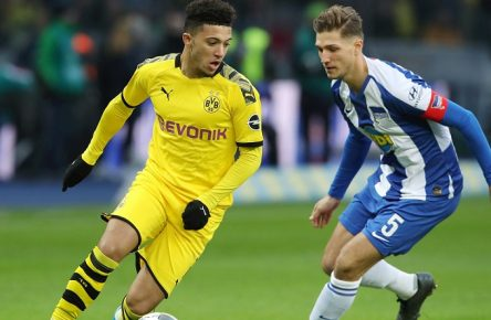 Niklas Stark, Jadon Sancho / Aktion / Spielszene / Zweikampf / / Fußball Fussball / DFL Bundesliga Herren / Saison 2019/2020 / 30.11.2019 / Hertha BSC Berlin vs. BVB Borussia Dortmund / DFL regulations prohibit any use of photographs as image sequences and/or quasi-video. / *** Niklas Stark, Jadon Sancho action game scene duel sport football football DFL Bundesliga men season 2019 2020 30 11 2019 Hertha BSC Berlin vs BVB Borussia Dortmund DFL regulations prohibit any use of photographs as image sequences and or quasi video