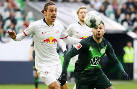Wolfsburg - RB Leipzig / Fussball Bundesliga Wolfsburg, 07.03.2020, Volkswagen Arena, Fussball, DFL, Bundesliga, VfL Wolfsburg vs. RB Leipzig 0:0 , Im Bild v.l.: Yussuf Poulsen 9, RB Leipzig und Renato Steffen 8, Wolfsburg , DFL regulations prohibit any use of photographs as image sequences and/or quasi-video. , *** Wolfsburg RB Leipzig Football Bundesliga Wolfsburg, 07 03 2020, Volkswagen Arena, Football, DFL, Bundesliga, VfL Wolfsburg vs RB Leipzig 0 0 , In the picture from l Yussuf Poulsen 9, RB Leipzig and Renato Steffen 8, Wolfsburg , DFL regulations prohibit any use of photographs as image sequences and or quasi video ,