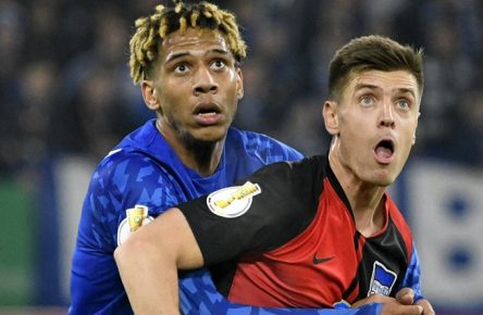 Veltins Arena Gelsenkirchen, 4.2.2020, Fussball DFB-Pokal Saison 2019/20 Achtelfinale, Schalke 04 S04 vs Hertha BSC Berlin BSC: Jean-Clair Todibo S04, Krzysztof Piatek BSC DFB REGULATIONS PROHIBIT ANY USE OF PHOTOGRAPHS AS IMAGE SEQUENCES AND/OR QUASI-VIDEO *** Veltins Arena Gelsenkirchen, 4 2 2020, Football DFB Pokal Season 2019 20 Quarterfinal, Schalke 04 S04 vs Hertha BSC Berlin BSC Jean Clair Todibo S04 , Krzysztof Piatek BSC DFB REGULATIONS PROHIBIT ANY USE OF PHOTOGRAPHS AS IMAGE SEQUENCES AND OR QUASI VIDEO