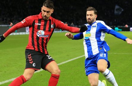 GER, DFL, 1.FBL, Hertha BSC VS. Freiburg / 14.12.2019, OLympiastadion, Berlin, GER, DFL, 1.FBL, Hertha BSC VS. Freiburg, DFL regulations prohibit any use of photographs as image sequences and/or quasi-video im Bild Marvin Plattenhardt Hertha BSC Berlin 21, Vincenzo Grifo FC Freiburg 32 *** GER, DFL, 1 FBL, Hertha BSC VS Freiburg 14 12 2019, OLympiastadion, Berlin, GER, DFL, 1 FBL, Hertha BSC VS Freiburg, DFL regulations prohibit any use of photographs as image sequences and or quasi video in picture Marvin Plattenhardt Hertha BSC Berlin 21 , Vincenzo Grifo FC Freiburg 32 nordphotox/xEngler nph00076