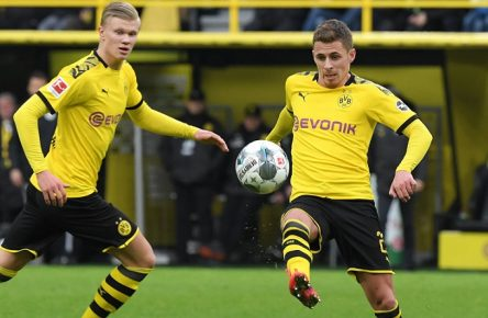 29.02.2020, Fussball GER, Saison 2019 2020, 1. Bundesliga, 24. Spieltag, Borussia Dortmund - SC Freiburg 1:0, v.re., Thorgan Hazard Borussia Dortmund, Erling Haaland Borussia Dortmund Dortmund Nordrhein-Westfalen Deutschland *** 29 02 2020, Football GER, Season 2019 2020, 1 Bundesliga, 24 Matchday, Borussia Dortmund SC Freiburg 1 0, v re , Thorgan Hazard Borussia Dortmund , Erling Haaland Borussia Dortmund Dortmund Nordrhein Westfalen Germany Team2