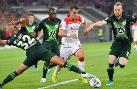 Erik Thommy (Düsseldorf) und Maxi Arnold (Wolfsburg)