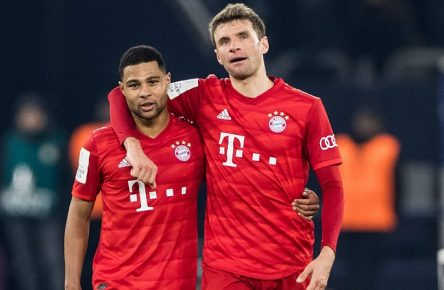 DFB Pokal FC Schalke 04 - FC Bayern Muenchen 03.03.2020 Serge Gnabry FC Bayern Muenchen, 22, Thomas Mueller FC Bayern Muenchen, 25, DFB Pokal FC Schalke 04 - FC Bayern Muenchen, Gelsenkirchen, VELTINS-Arena DFL REGULATIONS PROHIBIT ANY USE OF PHOTOGRAPHS AS IMAGE SEQUENCES AND/OR QUASI-VIDEO. *** DFB Pokal FC Schalke 04 FC Bayern Munich 03 03 2020 Serge Gnabry FC Bayern Munich, 22 , Thomas Mueller FC Bayern Munich, 25 , DFB Pokal FC Schalke 04 FC Bayern Munich, Gelsenkirchen, VELTINS Arena DFL REGULATIONS PROHIBIT ANY USE OF PHOTOGRAPHS AS IMAGE SEQUENCES AND OR QUASI VIDEO Copyright: xBEAUTIFULxSPORTS/Wunderlx