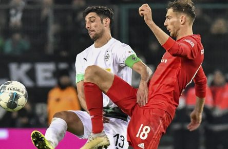 GER, DFL, 1. BL, Borussia Moenchengladbach vs. FC Bayern Muenchen / 07.12.2019, Borussia-Park - Stadion, Moenchengladbach, GER, DFL, 1. BL, Borussia Moenchengladbach vs. FC Bayern Muenchen, DFL regulations prohibit any use of photographs as image sequences and/or quasi-video im Bild v. li. im Zweikampf Lars Stindl  13, Borussia Moenchengladbach Leon Goretzka  18, FC Bayern München / Muenchen *** GER, DFL, 1 BL, Borussia Moenchengladbach vs. FC Bayern Muenchen 07 12 2019, Borussia Park Stadium, Moenchengladbach, GER, DFL, 1 BL, Borussia Moenchengladbach vs. FC Bayern Muenchen, DFL regulations prohibit any use of photographs as image sequences and or quasi video in picture v left in duel Lars Stindl 13, Borussia Moenchengladbach Leon Goretzka 18, FC Bayern München Muenchen nph/Mauelshagen nph00321