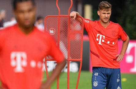 Joshua KIMMICH (Bayern Muenchen), Aktion,Einzelbild,angeschnittenes Einzelmotiv,Halbfigur,halbe Figur. li:Serge GNABRY (FC Bayern Muenchen). Trainingslager FC Bayern Muenchen in Rottach Egern / Tegernsee. Fussball 1. Bundesliga,Saison 2018/2019, am 06.08.2019. *** Joshua KIMMICH Bayern Muenchen , action,single picture,cut single motive,half figure,half figure li Serge GNABRY FC Bayern Muenchen training camp FC Bayern Muenchen in Rottach Egern Tegernsee football 1 Bundesliga,season 2018 2019, on 06 08 2019